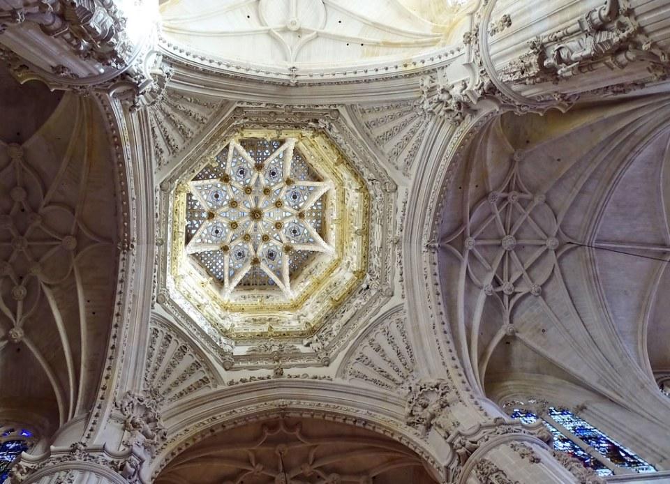 Catedral de Burgos Crucero interior de cimborrio 02