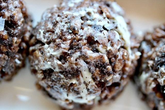 Salted Cookies & Cream Rice Crispy Treats - 24