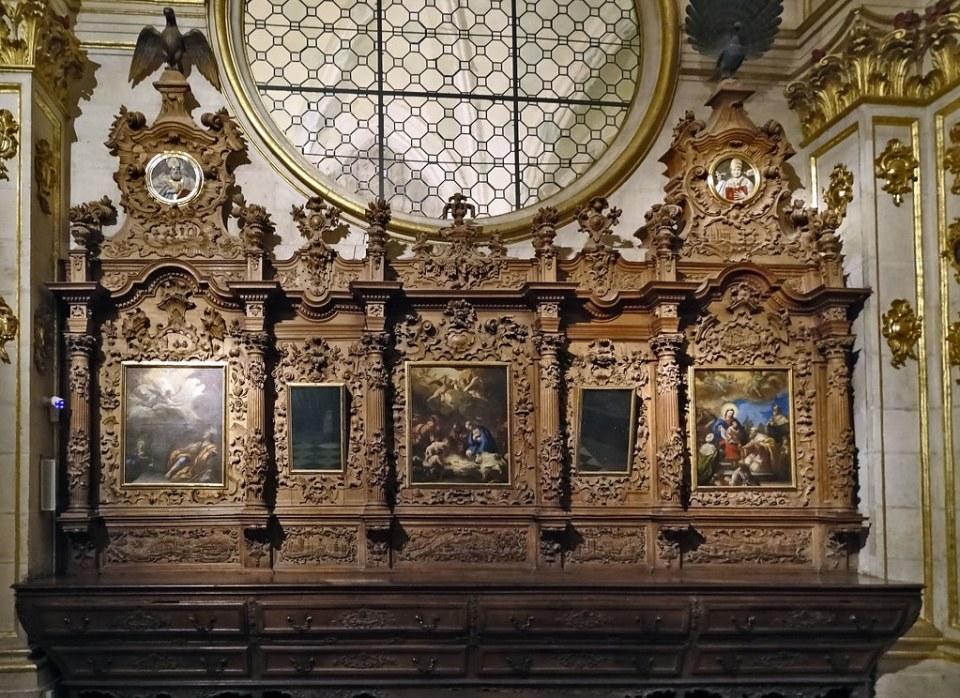 cajonería mobiliario de madera retablo pintura Sacristía Mayor interior Catedral de Burgos 06