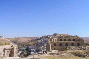 Daar staat dit kruisvaarders kasteel, één van de drie grootste kastelen in de regio.