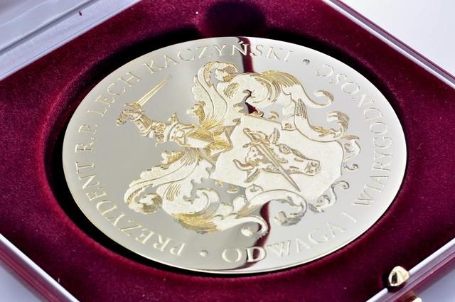 medal złocony #80 mm w etui