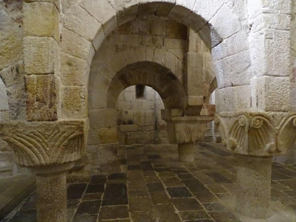 Cripta capiteles Monasterio de San Salvador de Leyre Navarra 05