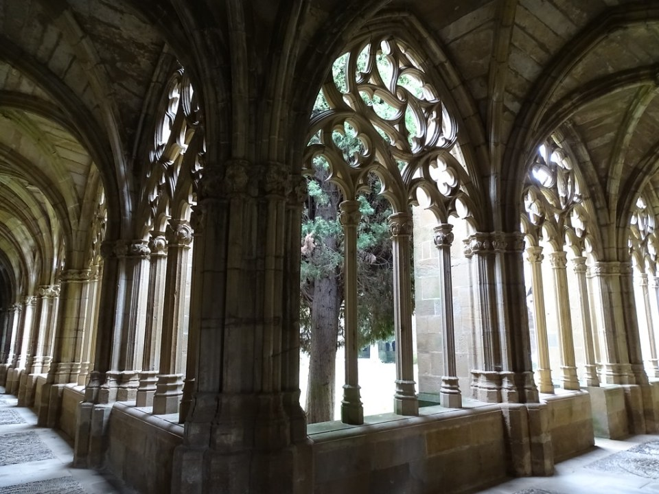 Claustro Monasterio de Santa Maria la Real de La Oliva Carcastillo Navarra 02