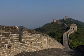 Het viel overigens nog niet mee om over de muur te wandelen, sommige stukken zijn echt tering stijl.