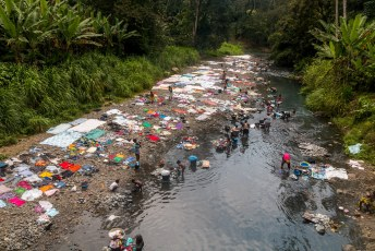 Onderweg passeerde ik deze rivier, en het leek wel of het hele eiland hier zijn was kwam doen.