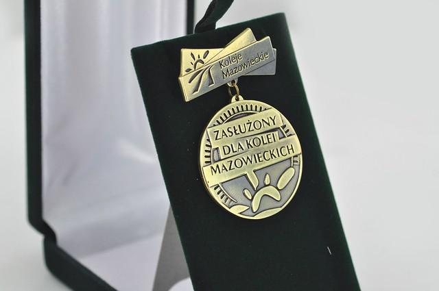 medal z baretką tłoczony z mosiądzu