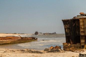 Er zijn in Afrika meerdere van dit soort scheepsbegraafplaatsten, o.a. in Mauritanië en Namibië.
