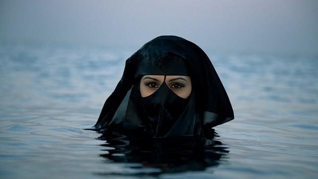 2100 Ex-Boyfriend exposes Saudi bride's intimate pictures on her wedding night