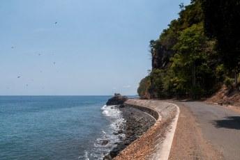 Een dag later reed ik tegen de klok in over de rondweg op het eiland.