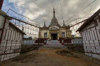 en wederom een tempel met pagoda