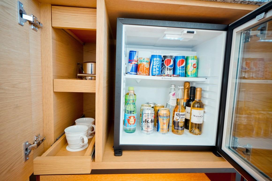 大阪萬豪都酒店 套房客廳配備冰箱