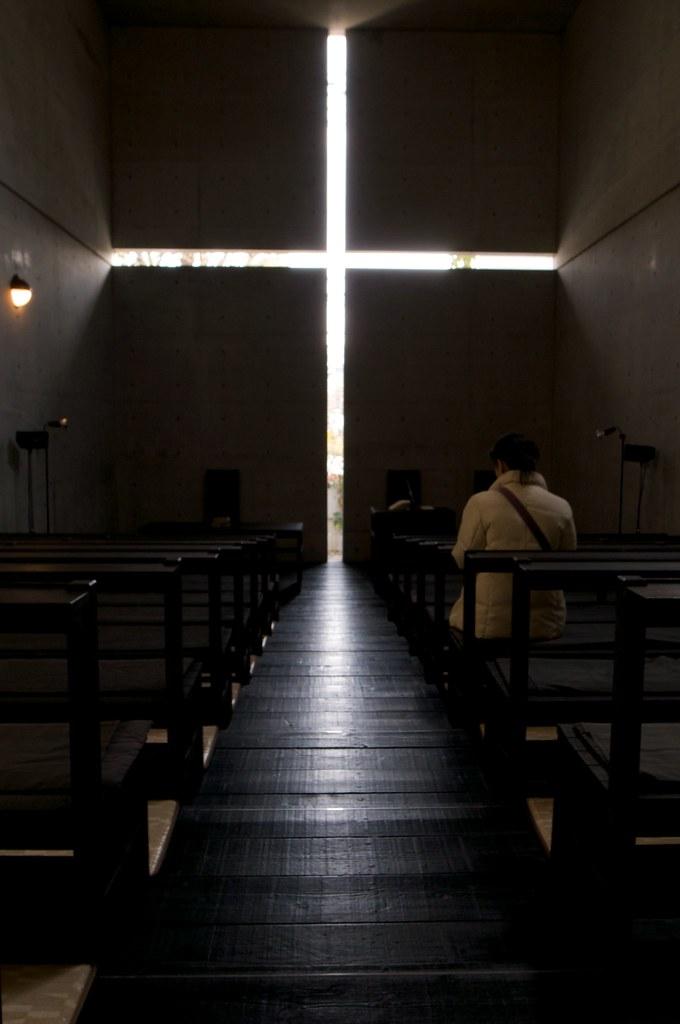 Praying in the dark   茨木春日丘教會,是在大阪府茨木市北春日丘,所屬於新教系日本基督教團的教會。是…   Flickr