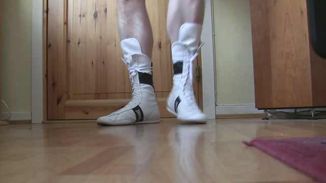 Lonsdale Original leather boxing boots in motion