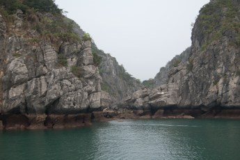 Ausgetrockneter Kessel in der Ha Long Bay 1