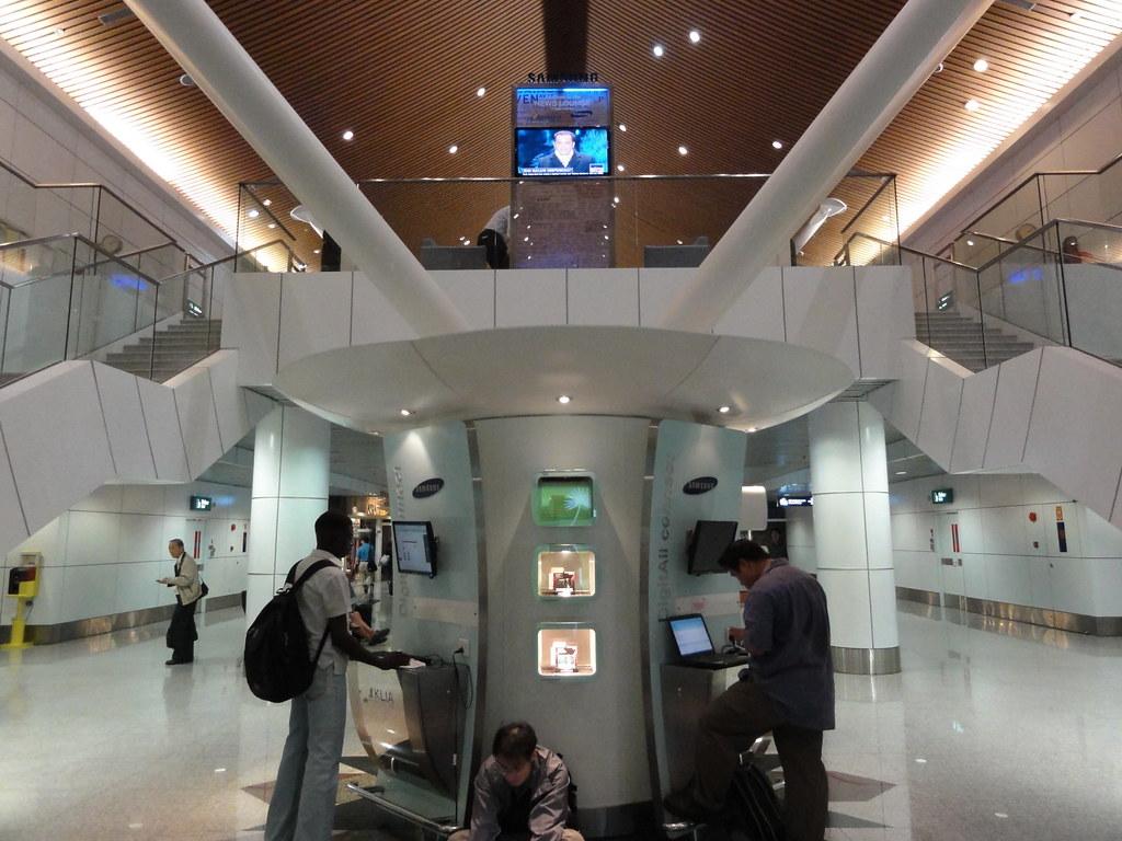 DSC00085 | 2010.12.06 吉隆坡國際機場 Kuala Lumpur International Air… | Flickr