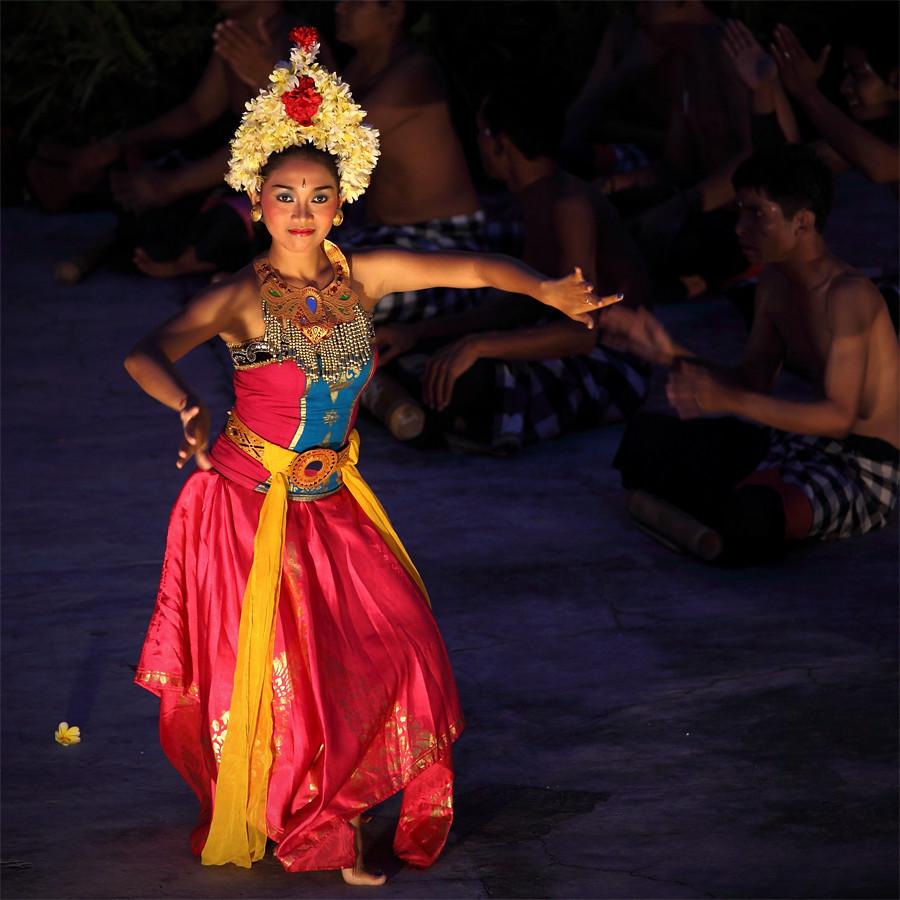 bali dancer tumpal hutagalung