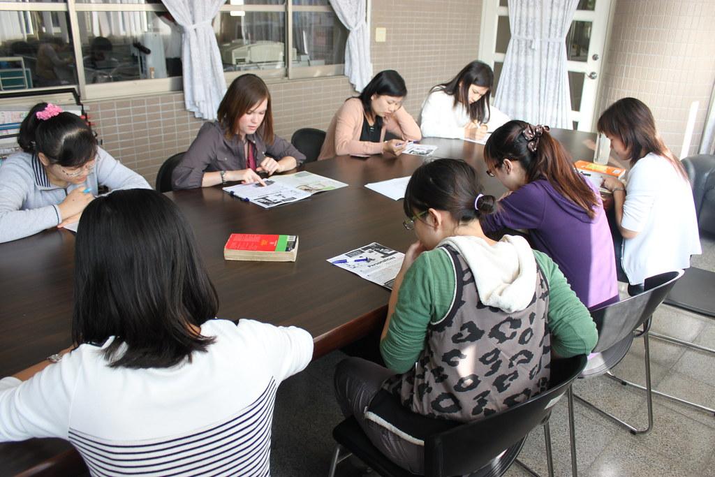 教師與外師對談 Sara 20101122_6 | 頭家國民小學 Tuojia Elementary School | Flickr