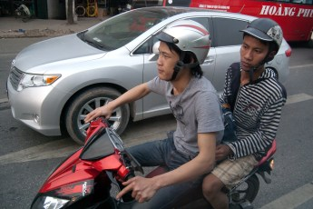 Boys auf Scooter 3