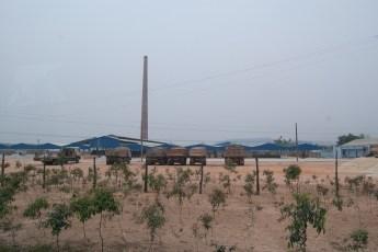 Industriebetrieb mit LKWs