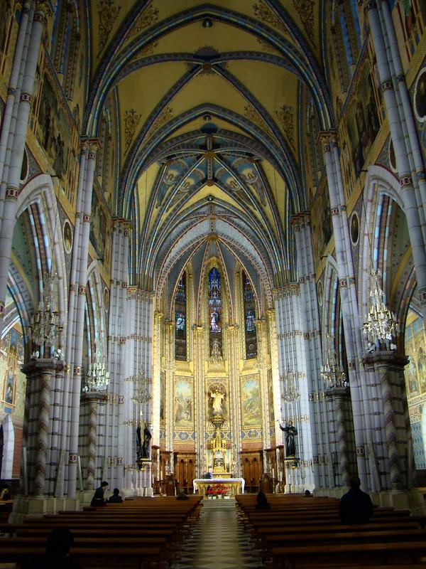 nave central y altar mayor interior Iglesia de los Jesuitas o del Sagrado Corazon de Jesus Santander Cantabria 02