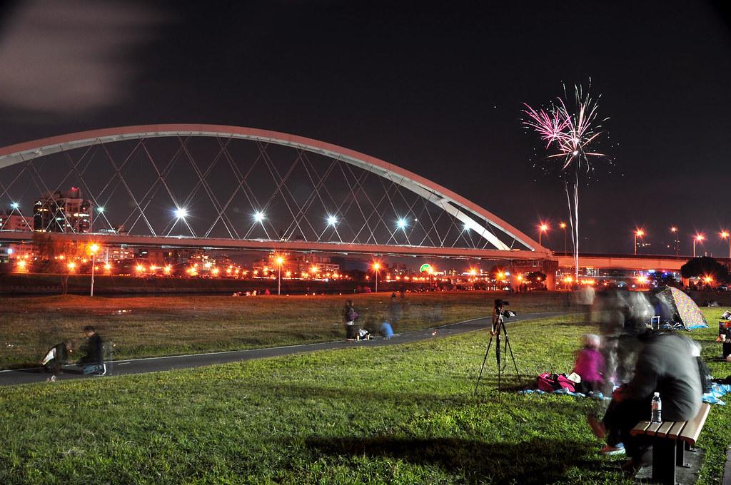 內湖彩虹河濱公園 2011跨年 101 煙火 | 內湖彩虹河濱公園 2011跨年 101 煙火 | Flickr