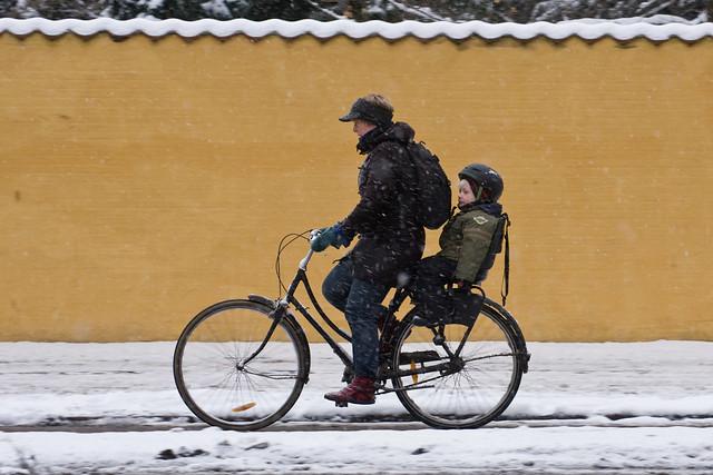 Yellow Wall Winter 003 - Cycling in Winter in Copenhagen