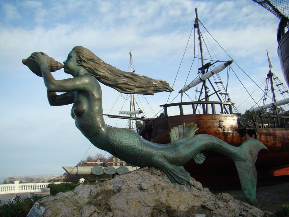 escultura Sirena en Península de La Magdalena Santander Cantabria 06