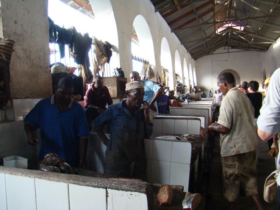 pescaderia edificio interior Mercado de Darajani Stone Town Zanzibar Tanzania 16