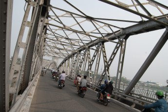 Brücke über Parfumfluss