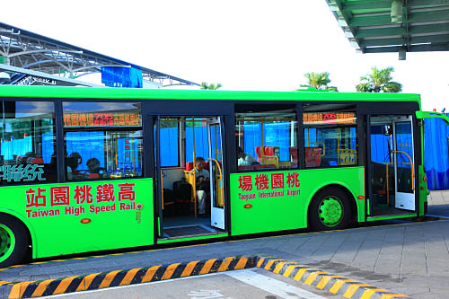 3200-0140中壢-705線低底盤公車-高鐵桃園機場接駁車 | 盧裕源 | Flickr