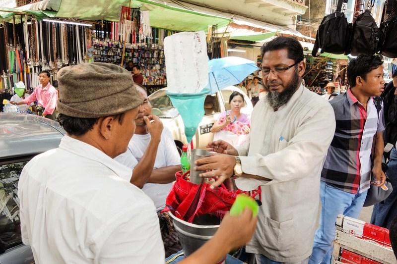 2013-05-05 Yangon - DSC09121-FullWM