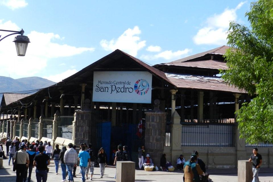 Cuzco Mercado central Barrio de San Pedro Peru 05