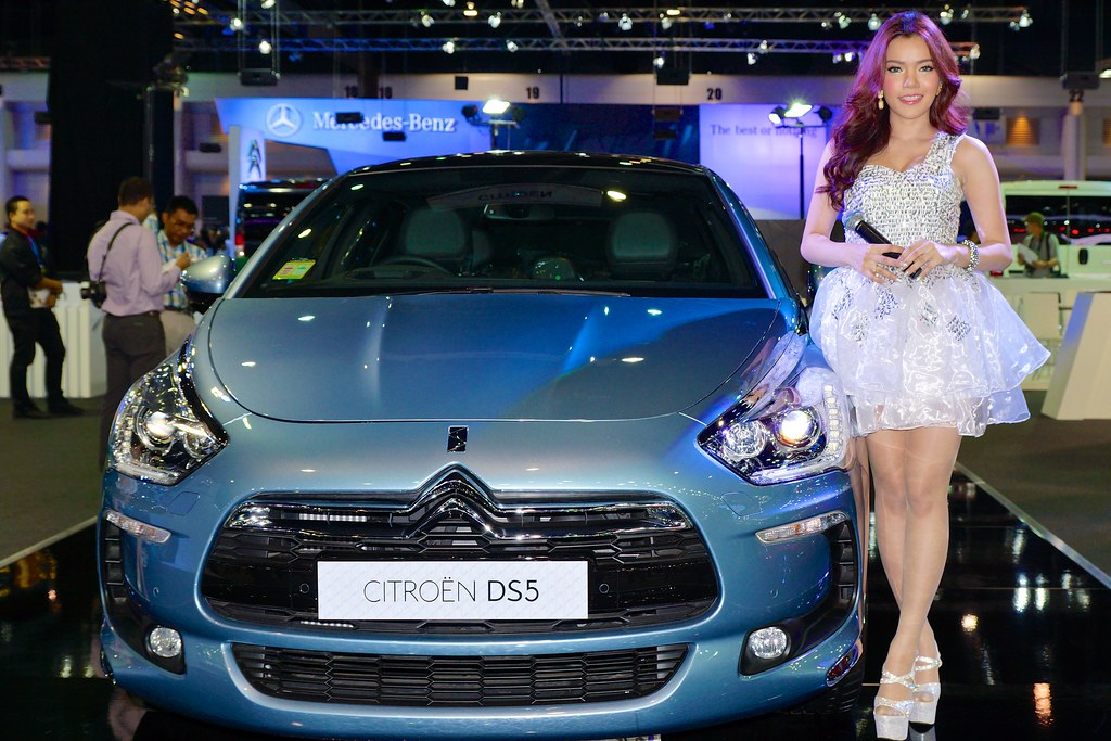 Citroen Ds5 With Beautiful Sexy Presenter At The 30th Tha
