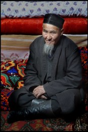 Kirghiz: Ak Balik, Alt. 3900 m, Alichur Valley, Tajikistan - Zhaikebek, an aksakal © Bernard Grua