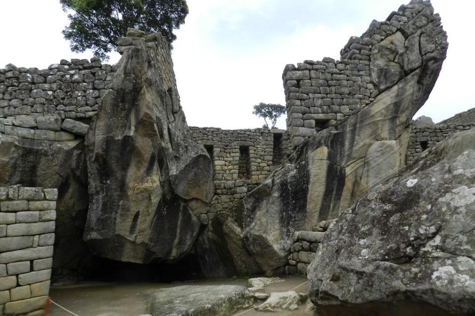 Peru Machu Picchu Templo del Condor 05
