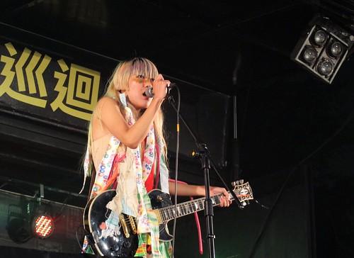白目樂隊-主唱:高小糕 | 2011 U Rock!硬地校園巡迴音樂季 Photo By www.facebook.co… | Flickr