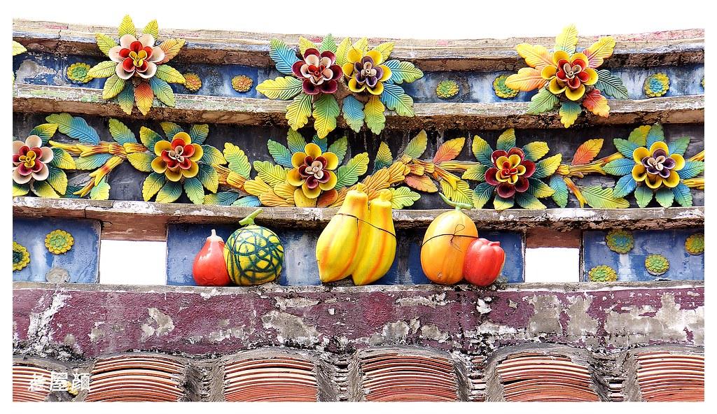 20141115 | 屏東/脊肚水果裝飾 脊肚又稱脊堵,脊身, 用磚頭疊成的高度約一尺至三尺,有壓重的作用, 常以剪 ...