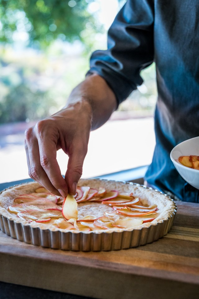 arranging the soft apple slices