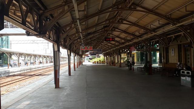 Platform roof