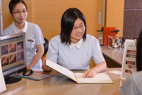 [推薦]臺南佳美牙醫做全瓷冠假牙享受高規格禮遇 (12)   牙醫俏護士   Flickr