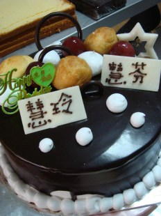 1 kg Fresh fruit cake with chocolate coating