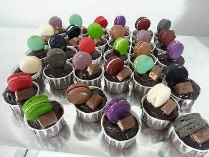 macaroon cupcake