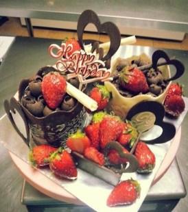 Custom made strawberry cake set1