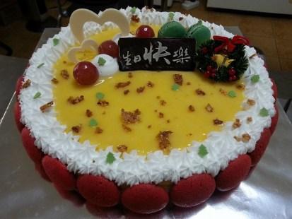Lemon cheesecake with macaroons
