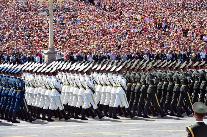 Il dittatore cinese Xi Jinping organizza spesso parate militari per aumentarre il senso di nazionalismo cinese