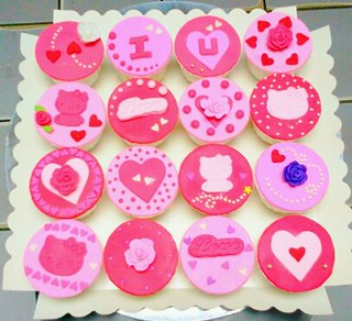hello kitty cupcake2