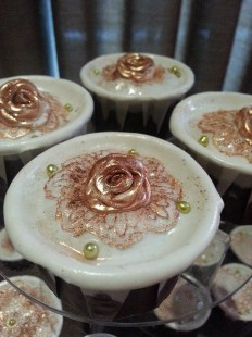 rose laced cupcake