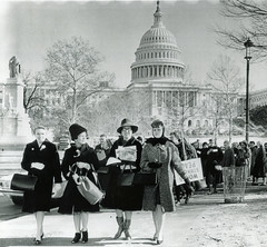Women reject HUAC, march on White House: 1962