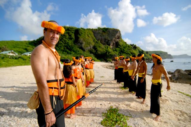 Leonard Iriarte and I Fanlalai'an Chant Group