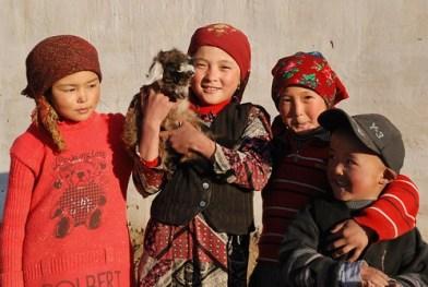 Kirghiz: Zarburuliuk jailoo ,near Rankul, Alt 4 150 m, Pamir, Tadjikistan young Kirghiz children. All young girls are dressed in red. © Bernard Grua